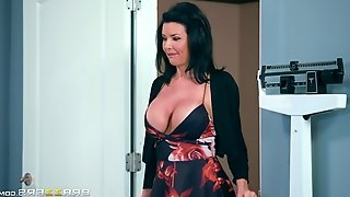 Big tits Veronica smashed by doctor hardcore missionary