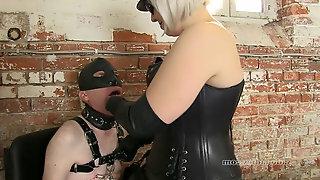 Leather mistress interrorgates her gimp