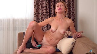 Oliya busts out her favorite sex bauble and reaches orgasmic heights