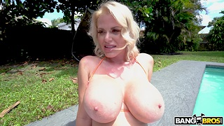 Closeup POV video of messy blowjob off out of one's mind blonde MILF Casca Akashova